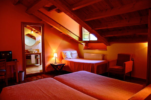 Habitacion Triple Rexacu Hotel Cerca De Cangas De Onis En Picos De Europa