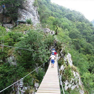 aventura picos de europa puentes tibetanos