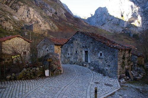casa de piedra entorno rexacu