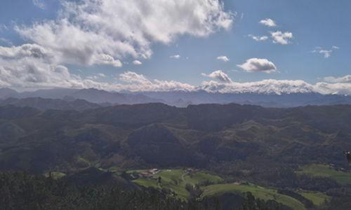 mirador con vistas a los picos de europa asturias
